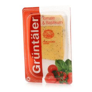 Сыр с томатом и базиликом 50% в нарезке ТМ Gruntaler (Грюнталер)